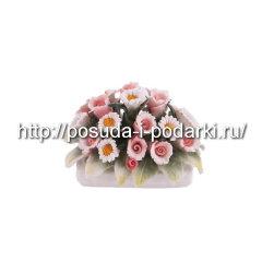 Статуэтка фарфоровая. Вазочка прямоугольная из цветами d-6*6,5, h-5 см